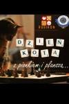 Dzien-Kota-z-pionkiem-i-plansza-n37207.j